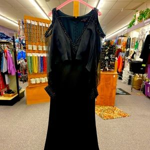 Morral Maxi ladies 14 black gown with sleeves